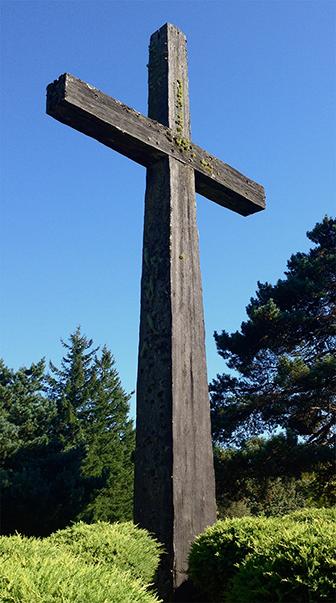 skyline memorial old wooden cross